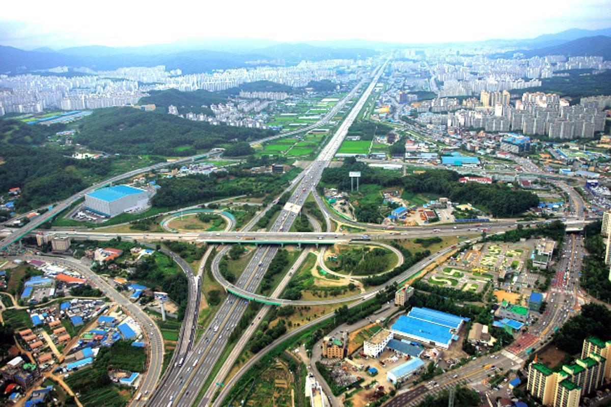 Kỳ tích tay không làm cao tốc của Hàn Quốc-1